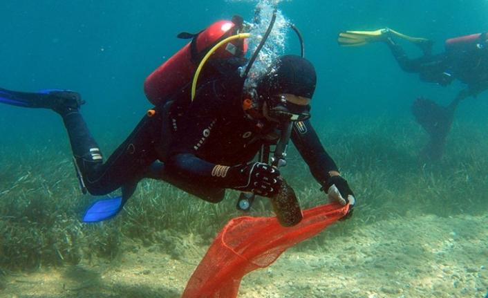 Bodrum'da Dalgıçlar Denizin Dibini Temizledi