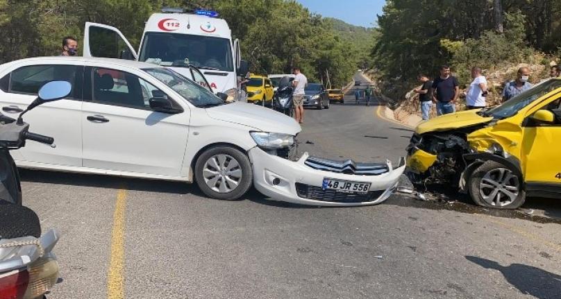 Fethiye'de Taksi ile Otomobil Çarpıştı: 6 Yaralı