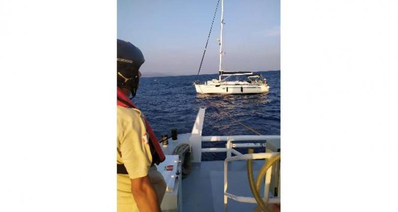Karaada Açıklarında Sürüklenen Tekne Kurtarıldı