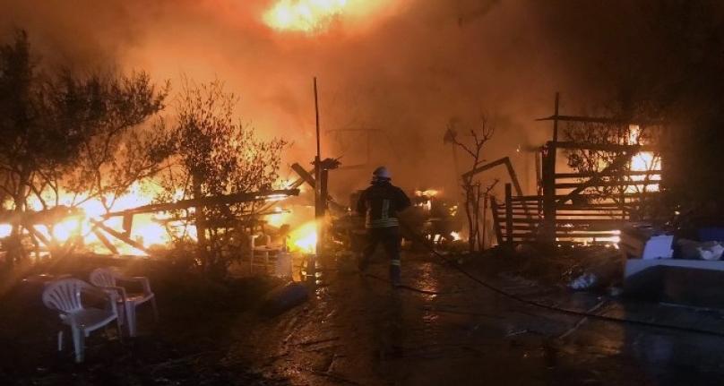 Marmaris'te Balıkçı Barınağında Yangın!