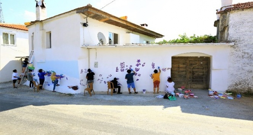 Menteşe Evlerinin Duvarları Lavanta Figürleriyle Renkleniyor
