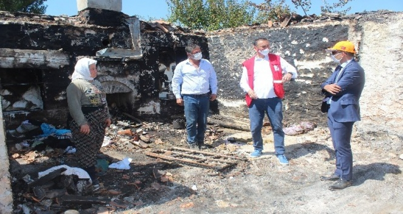 Muğla'da 3 Gündür Römorkta Yaşayan Ailenin Yardımına Kızılay Yetişti