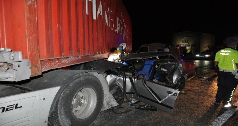 Milas'ta Otomobil Tırın Altına Girdi: 1 Ölü 3 Yaralı