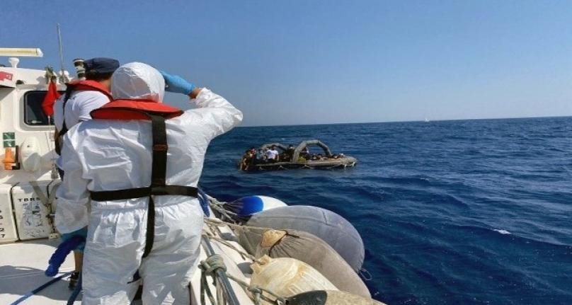 Yunanlılar 54 Göçmeni Can Salına Doldurup Türk Karasularına İtti