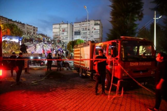 İzmir'deki Depremde Ölü Sayısı 35'e Yaralı Sayısı 251'e Yükseldi