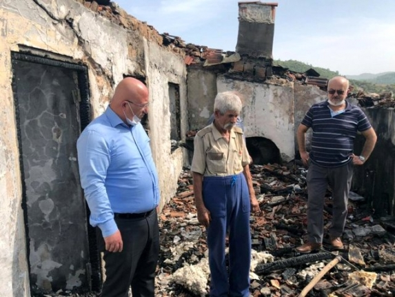 Muğla'da Evi Yanan Aileye Belediye, AFAD ve Kaymakamlıktan Destek Sözü