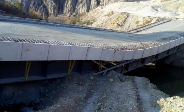 AK Partili Samsun Büyükşehir Belediyesi'nin Yaptığı Köprü Açılmadan Çöktü