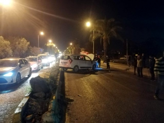 Fethiye'de Otomobil Refüje Çarptı! İkisi Çocuk 4 Yaralı