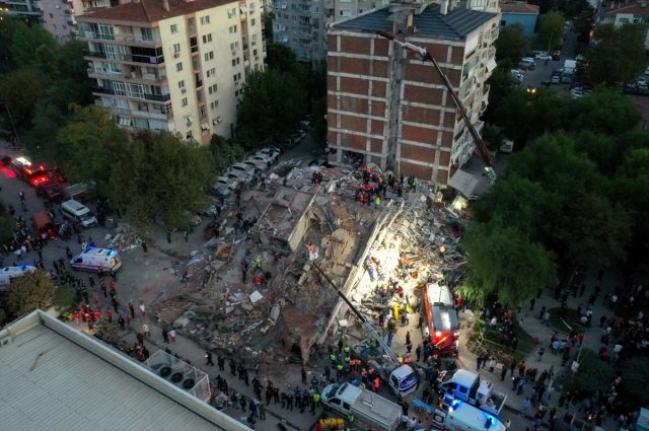 İzmir'deki Depremde Hayatını Kaybedenlerin Sayısı 85'e Yükseldi