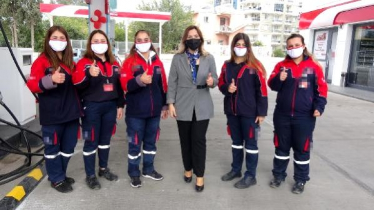 Kadın İşletmecinin Akaryakıt İstasyonunda Kadınlar Çalışıyor