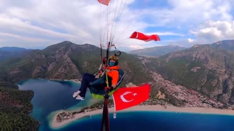 Fethiye'de Yamaç Paraşütçüsü Atatürk İçin Uçtu!