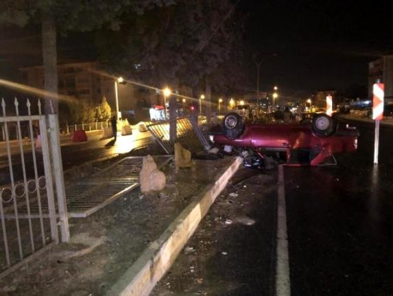 Yatağan'da Yasağı Delip Sokağa Çıkan Sürücü ve Arkadaşı Kazadan Sonra Kaçtı