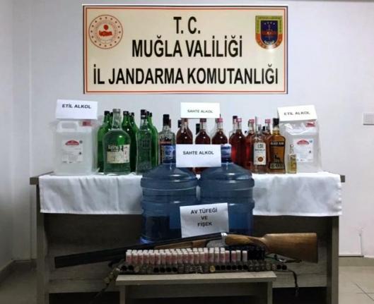 Bodrum'da Yeni Yıl Öncesi 68 Litre Sahte Alkol Yakalandı