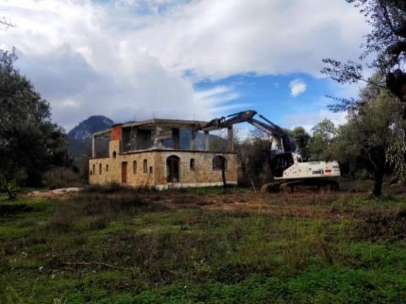 Marmaris'te Kaçak Yapıların Yıkımına Devam Ediliyor
