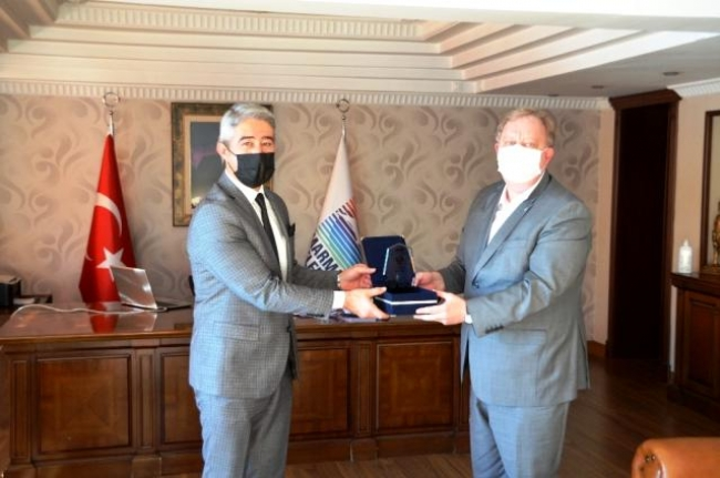 Rus Konsolos Rogoza'dan Başkan Oktay'a Övgü