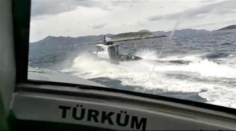 Kardak'ta Gerginlik: Karasuyu İhlali Yapan 2 Yunan Botu Türk Karasularından Çıkartıldı