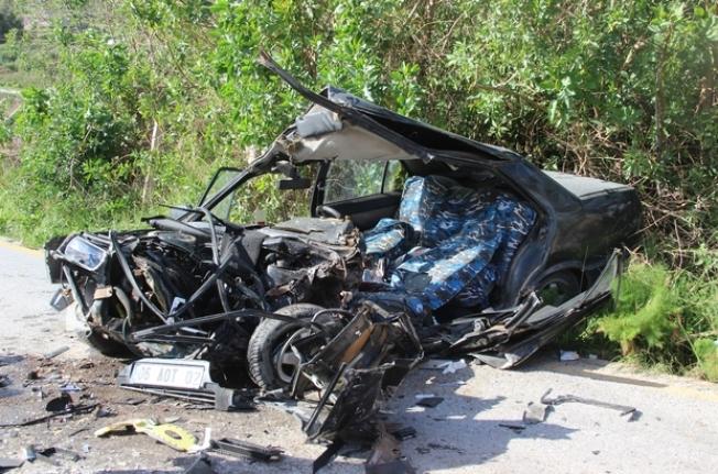 Bodrum'da Taş Dolu Kamyon İle Otomobil Çarpıştı!