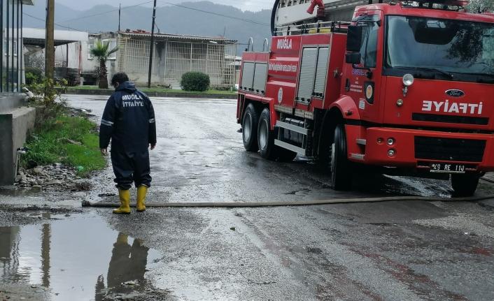 Büyükşehir Ekipleri Yoğun Yağış Sonucu Yaşanan 53 Olaya Zamanında Müdahale Etti
