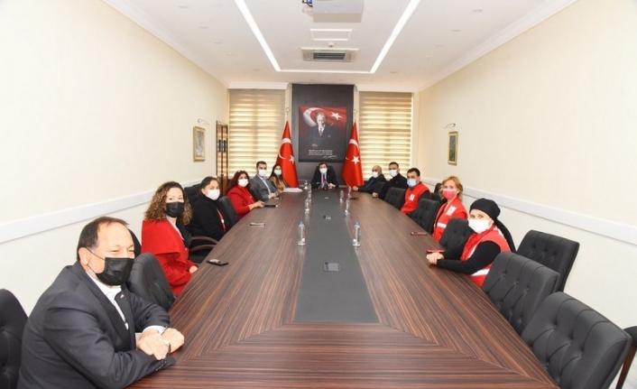 Kızılay Şube Başkanları Vali Orhan Tavlı'yı Ziyaret Etti