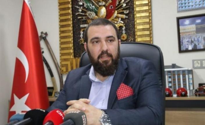 """Sultanahmet'e Gelen 2. Abdülhamid'in Torunu """"Yolun Yolumuzdur Şehzadem"""" Sloganlarıyla Karşılandı"""