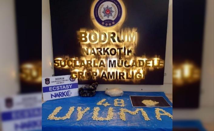 Bodrum'da, Polisin Durdurduğu Otomobilden 875 Adet Uyuşturucu Hap Çıktı