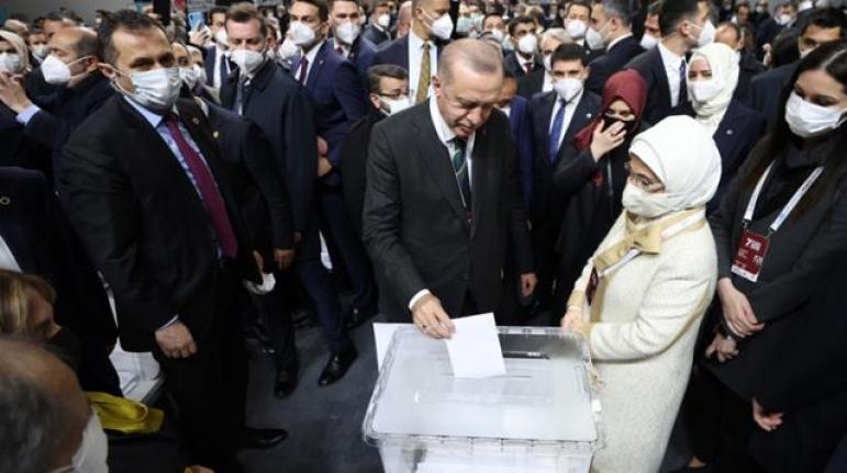 Cumhurbaşkanı Erdoğan, 1428 Oyla Yeniden AK Parti Genel Başkanı Seçildi