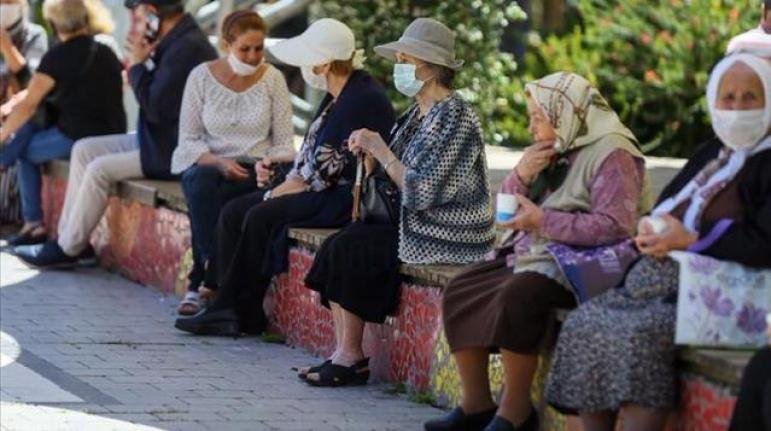 Düşük ve Orta Riskli İllerde 65 Yaş Üstü ve 20 Yaş Altı Sokağa Çıkma Kısıtlaması Kaldırıldı
