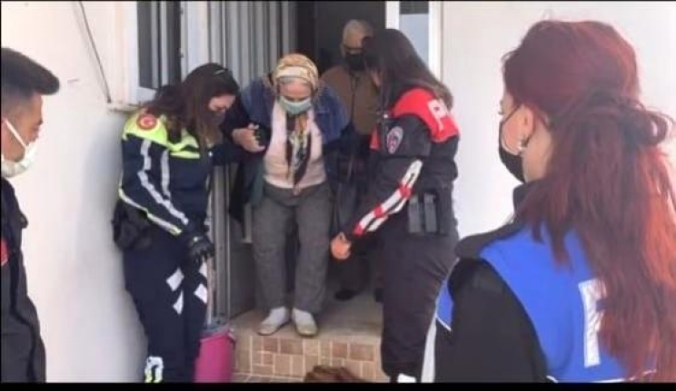 Marmaris'te Yaşlı Çifti Aşıya Götüren Polisler, Gönülleri Fethetti