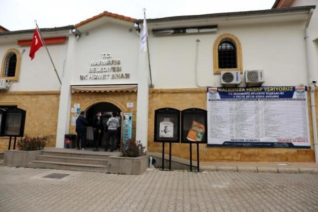 Marmaris Belediyesi'nin Yıllık Gelir Gider Tablosu Hizmet Binasının Girişine Asıldı