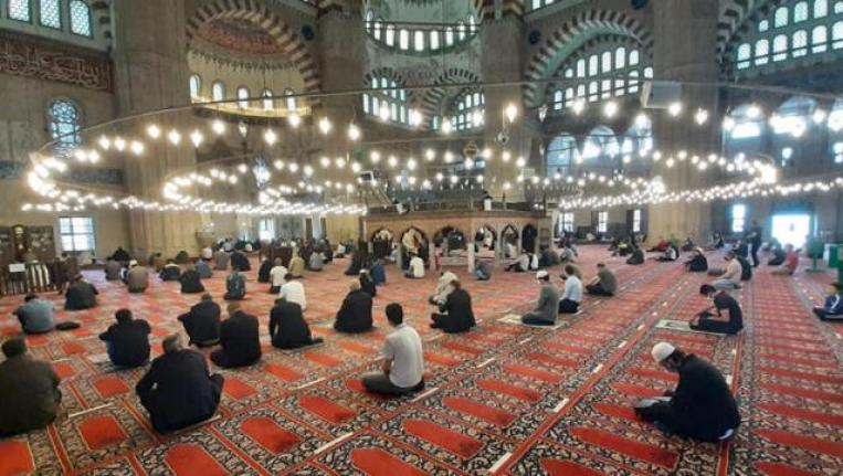 Diyanet İşleri Başkanı Erbaş: Ramazan Bayramı Namazı Camilerde Kılınacak