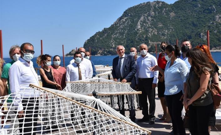 AK Parti Muğla Milletvekili Demir, Kadem Mete ve Ceyhun Gökmen İnşası Süren İçmeler Halk Plajı'nı İnceledi