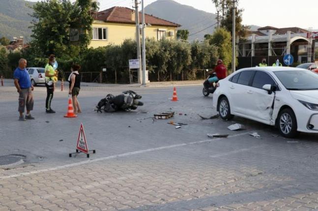 Fethiye'de Otomobille Çarpışan Motosikletin Sürücüsü Ağır Yaralandı