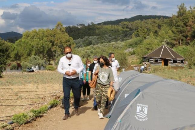Şarkıcı Sertab Erener, Bodrum'da Gençlik Tarım Kampının Düzenleneceği Alanı Gezdi