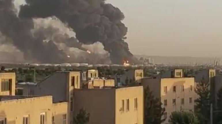 Tahran'da Petrol Rafinerinde Büyük Yangın! Dumanlar Gökyüzünü Kapladı