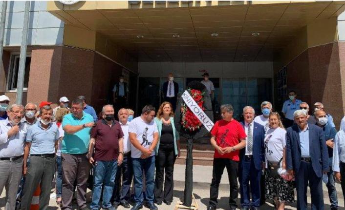 CHP'lilerden AKP Belediyesi Önünde Kınama