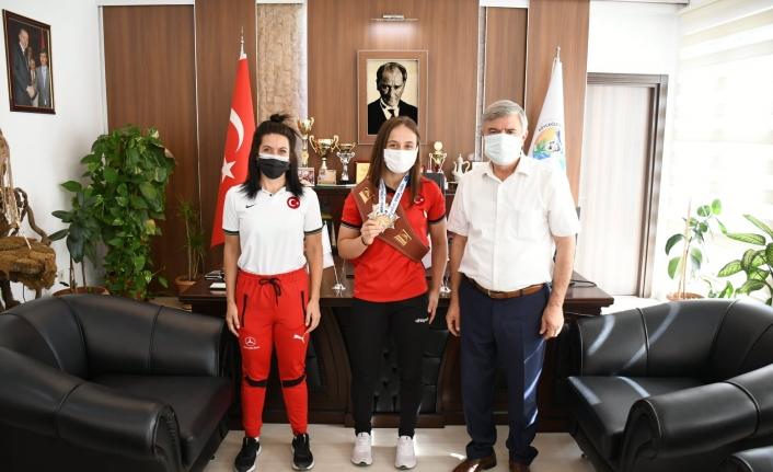 Dünya Şampiyonundan Köyceğiz Belediye Başkanı Ceylan'a Ziyaret!