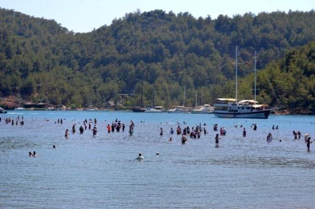 Kızkumu Plajı Turist Akınına Uğradı: Virüs Unutuldu!