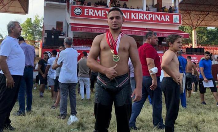 Muğla Büyükşehir Belediye Güreşçisi Ozan Kıl, Kırkpınar'da Birinci Oldu