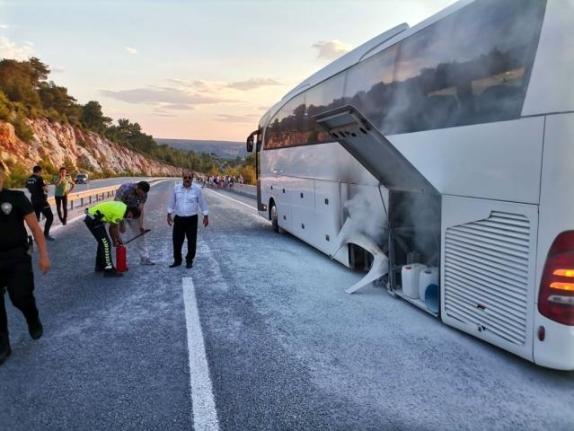 Turistleri Taşıyan Otobüste Yangın Paniği Yaşandı
