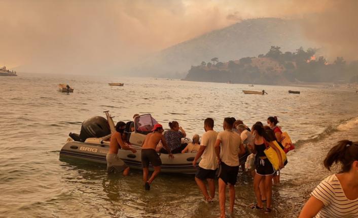 Bodrum'da Korkulan Oldu: Alevler Evlere Sıçradı,Tahliye Başladı