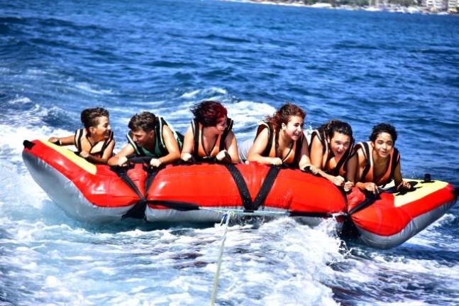 Marmaris'te Tatilcilerin Gündüz Aktivitesi Tercihi: Su Sporları