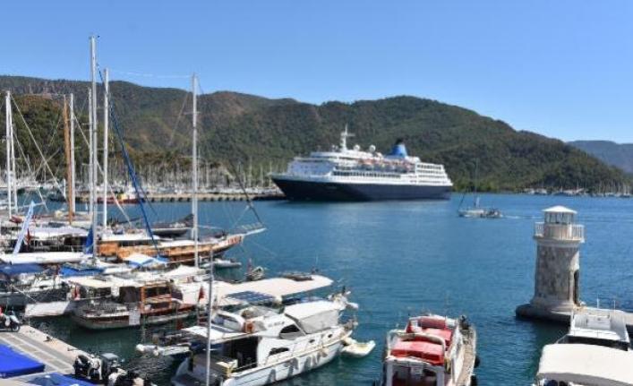 'Blue Sapphire' ile Marmaris'e 220 Turist Geldi