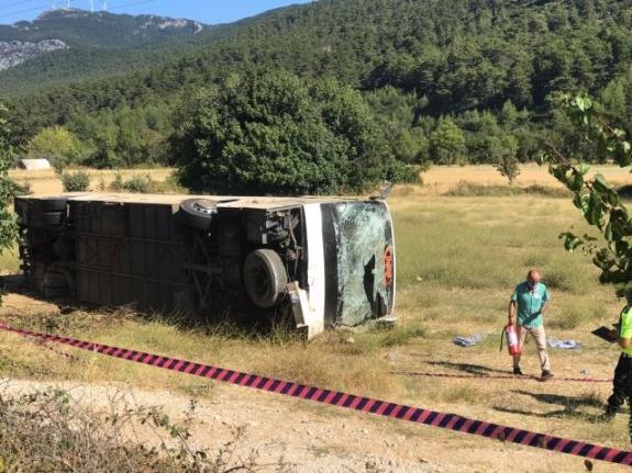Bodrum'da Ukraynalı Turistleri Taşıyan Otobüs ile Öğrenci Servisi Çarpıştı: 1 Ölü, 35 Yaralı
