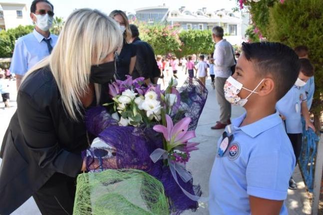 Orman Yangınının İzlerinin Silinmeye Çalışıldığı Marmaris'te Tüm Okullar Açıldı