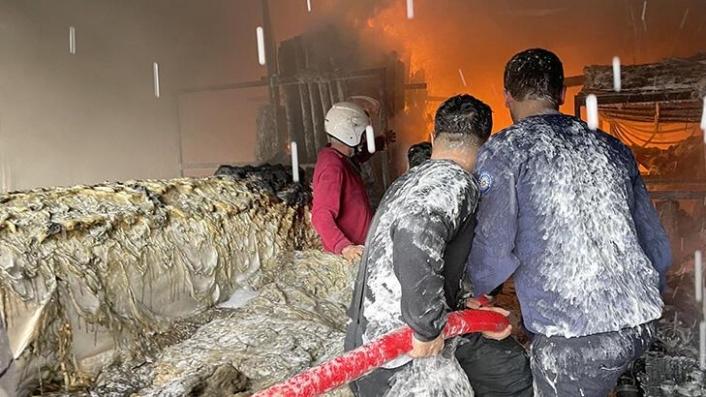 Fethiye'de Sera Naylonu Satan İş Yerinde Çıkan Yangın Söndürüldü