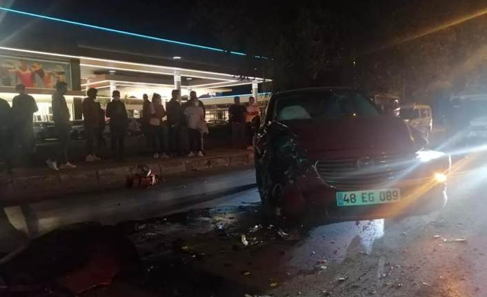 Menteşe'de 3 Araç Birbirine Girdi: Yaralılar Var!