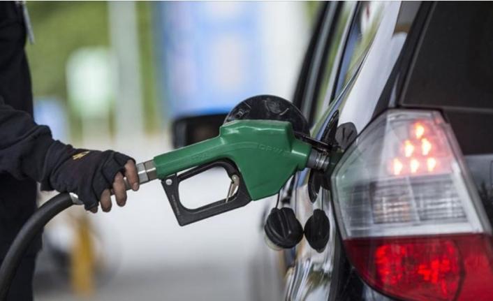 'Pazartesi Benzine Zam Gelebilir'