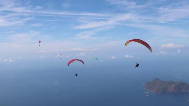 """Yamaç Paraşütünün """"En İyi Akrobasi Pilotları"""" Fethiye'de Buluşacak"""