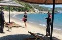Muğla'da Plaj Alanlarında Yüzmeyenler Maske...