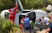 Marmaris'te Şarampole Yuvarlanan Araçtaki Sürücüyü İtfaiye Kurtardı